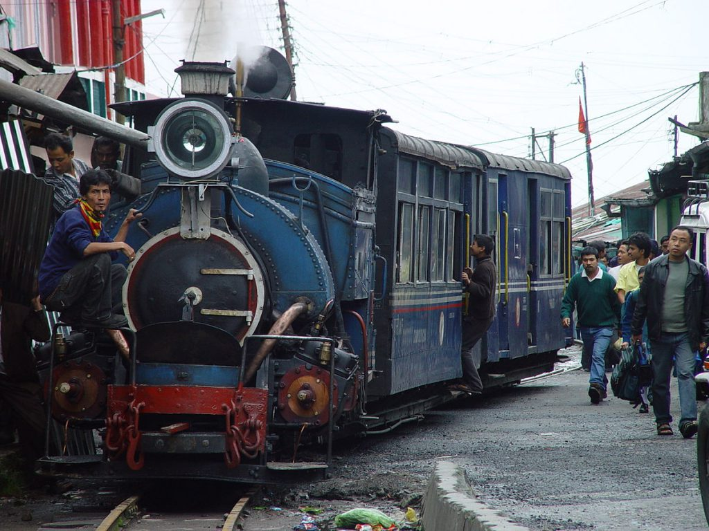 1200px-Darjeeling_Himalayan_Railway