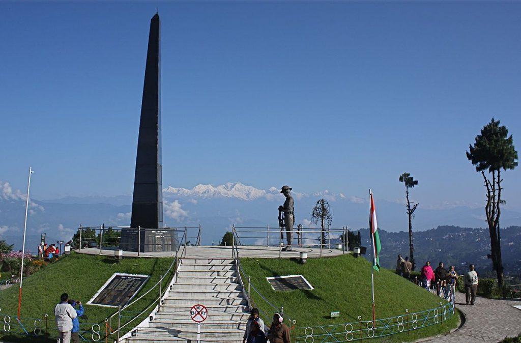 1200px-Darjeeling_War_Memorial,_at_Batasia_Loop,_Darjeeling,