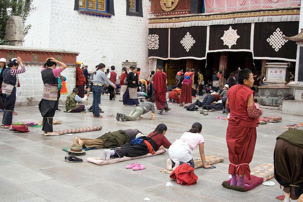 1200px-IMG_1016_Lhasa_Barkhor