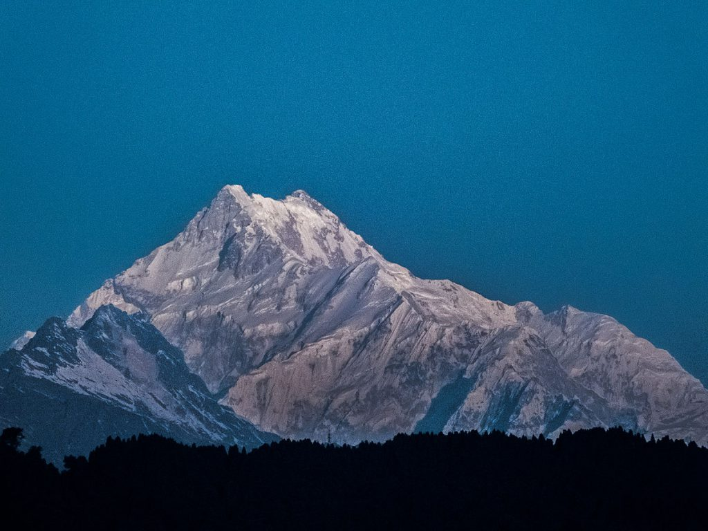 1200px-Kanchenjunga_as_seen_from_Gangtok