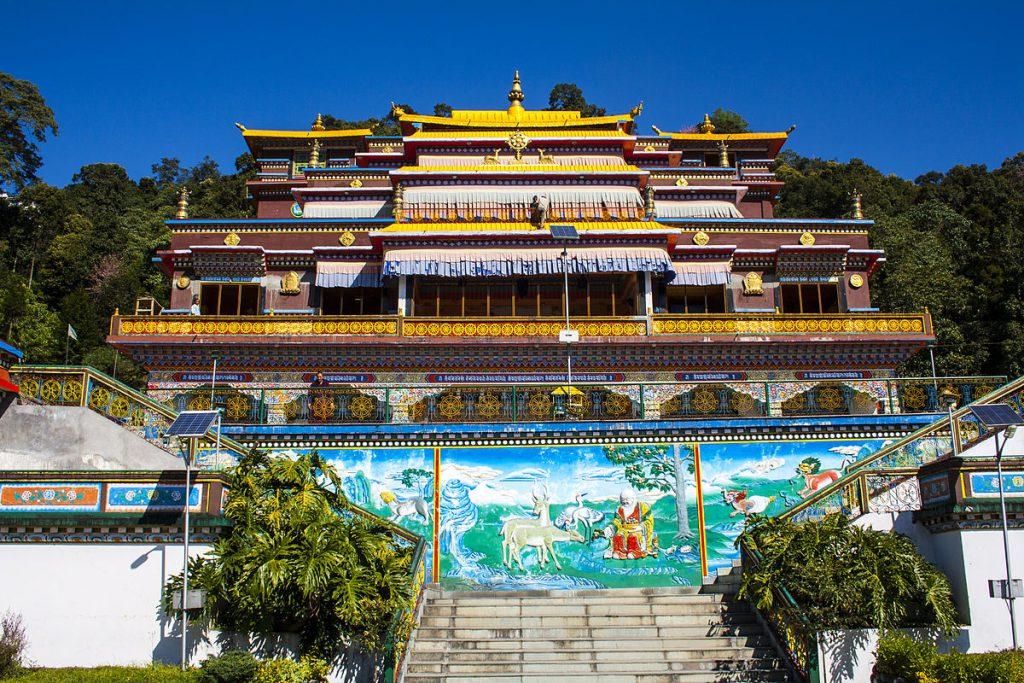 1200px-Rumtek_Monastery_-_Inside_Close_View