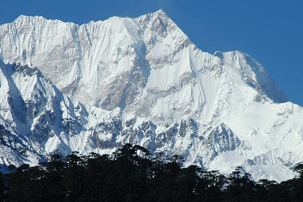 Kangchenjunga_East_Face_from_Zemu_Glacier