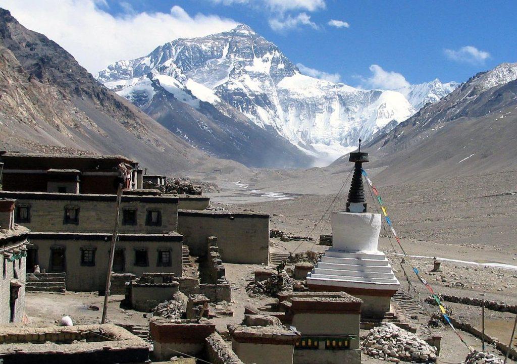 1200px-Rongbuk_Monastery_Everest
